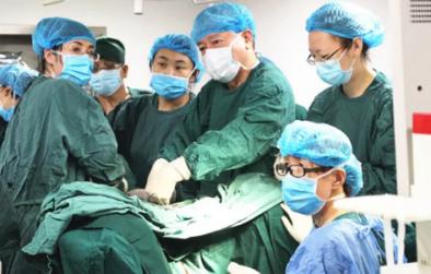 美德因成功实施首例腹腔镜下子宫全切术 用行动守护健康!